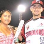 Subasta con causa del bate rosa de Christian Zazueta