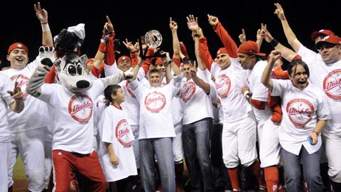 Diablos Rojos del México celebrando el título de la Zona Norte