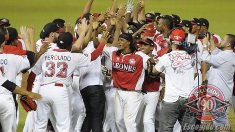 Celebración de Leones del Escogido en la serie final dominicana
