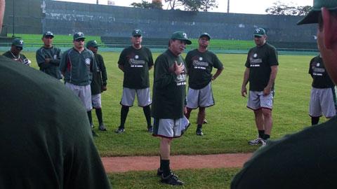 Raúl Cano dando la bienvenida a los entrenamientos de Olmecas de Tabasco