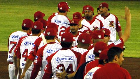 Rojos del Águila de Veracruz celebran primer triunfo sobre Tigres
