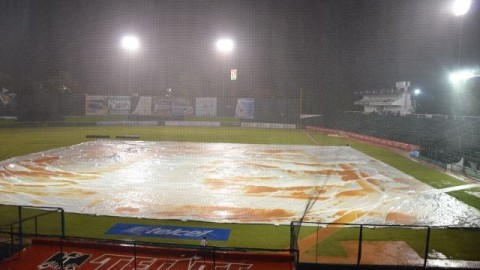 Lluvia en el Estadio Centenario de Villahermosa, Tabasco