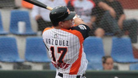 Ricardo Vázquez de Tigres de Quintana Roo ante Petroleros