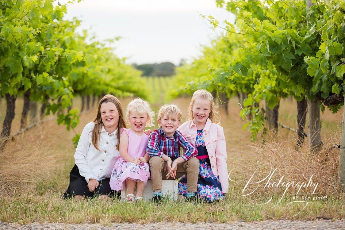kids+playing+vineyards+familyphotos+mclarenvale