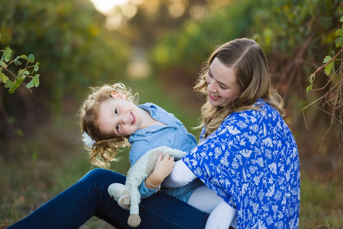 Mum and daughter sitting on a rug in the vineyards family photography