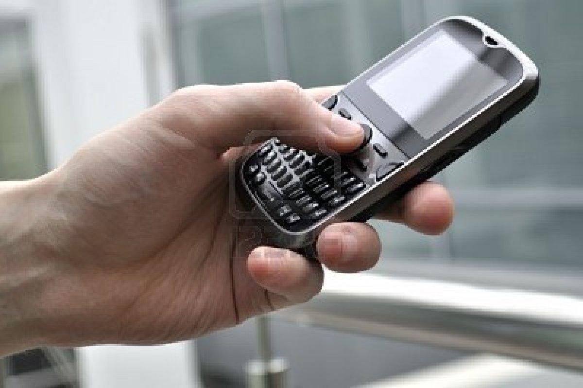 smartphone-de-negocios-moderno-en-la-mano-del-hombre