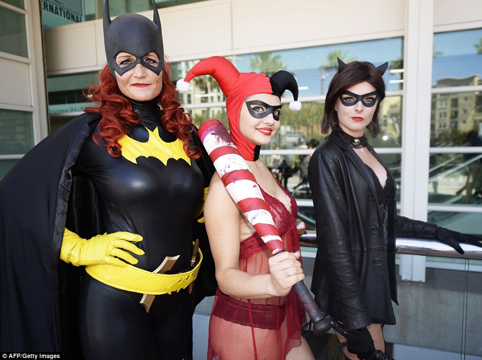 2A64D2CA00000578-3157610-Superheros_Women_dressed_as_Batgirl_Harley_Quinn_and_Catwoman_po-a-77_1436643057329