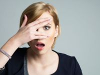 3 maneras sencillas para saber cómo eres en el amor basándote en tu dedo meñique