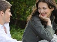 30 señales que te revelan cuando una chica está interesada en ti