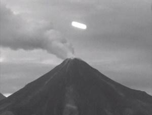 """Mira el video del OVNI captado por """"Webcams México"""" sobre el Volcán de Colima"""