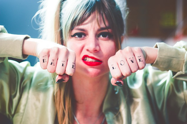tatuajes-manos-y-unas-Tattoonie-y-Ghetto-Nailz-3_thumb