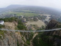 Se atreverían a cruzar al otro lado  por este puente colgante de cristal que se ha inaugurado en China