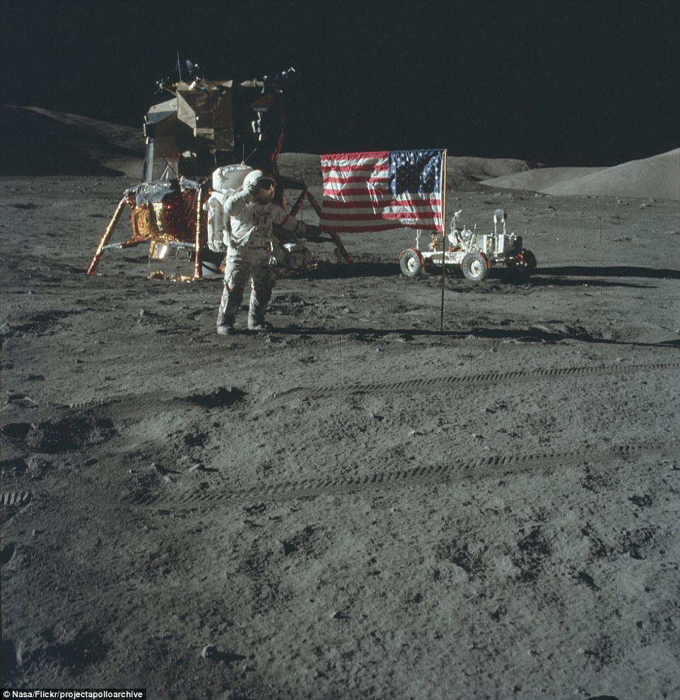 2D1C0DD200000578-3260346-As_the_Apollo_missions_went_on_technology_became_more_advanced_A-m-64_1444042193668