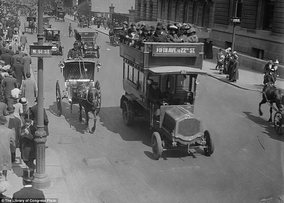 2DA0E12500000578-3282754-Shopping_day_Scenes_of_a_busy_Fifth_Avenue_included_automobiles_-a-32_1445587040675