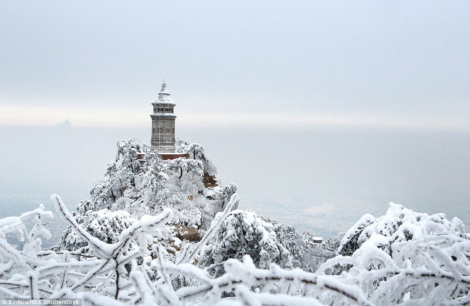 2ED337C300000578-3335083-Standing_tall_Panshan_Mountain_in_Tianjin_north_China_looks_exqu-a-22_1448552590800