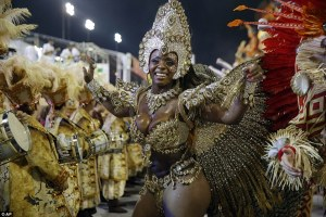 Ya es Carnaval en Río: Festival de cinco días de auténtica locura se pone en marcha a pesar del temor Zika.