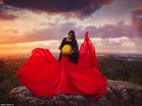 Maravillosa sesión de fotos de recién nacidos aborígenes muestra la belleza de los rituales sagrados indígenas