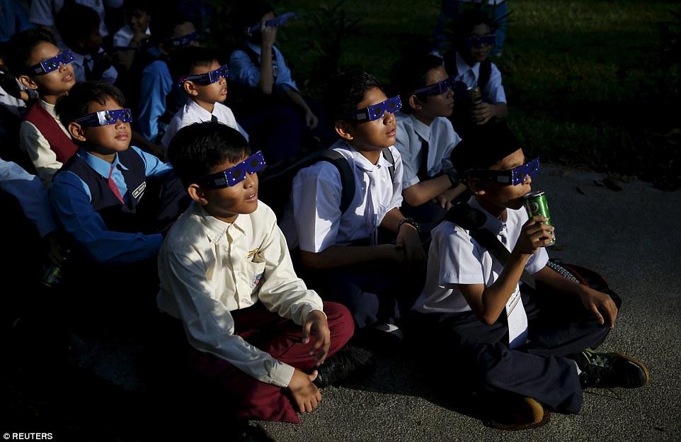 3203791C00000578-3482995-School_children_watch_a_partial_solar_eclipse_at_the_Planetarium-a-23_1457509410497