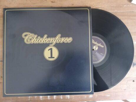 CHICKENFORCE 1 | Friese wind door de blues