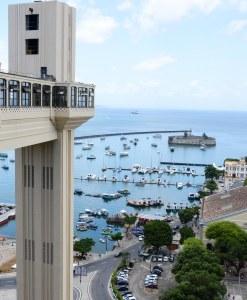 Elevador Lacerda é o ponto alto do tour, com vista deslumbrante para a baía de todos os santos.