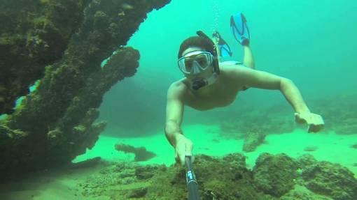 Venha fazer o seu primeiro mergulho ou batismo na praia do Farol da Barra em Salvador.