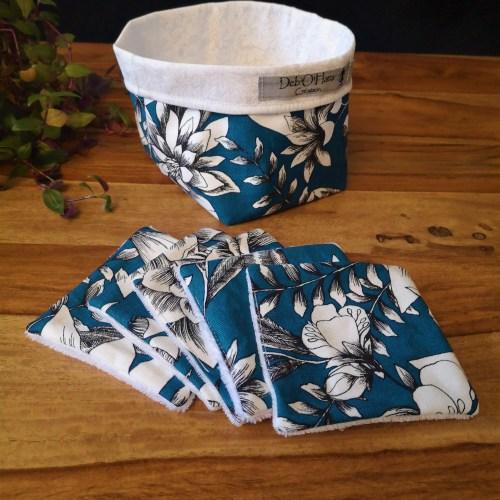 Lingettes lavables bleu fleuries avec son panier de rangement en tissu assorti