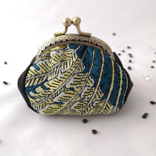 Porte-monnaie rétro tissu, fermoir-clip en bronze, tissu jacquard bleu arbre du voyageur et noir, intérieur moutarde