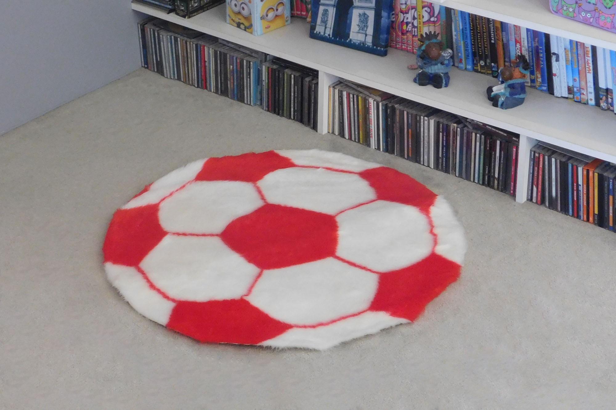 tapis enfant ballon de foot rouge debonsol