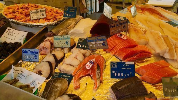 Photo of fish filets and shrimp for sale at Marché Belleville