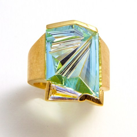 Ring Gold with Aquamrine cut by Munsteiner