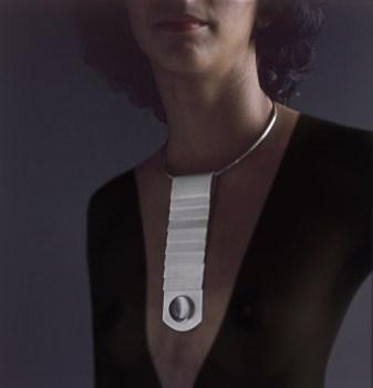 hinged_neckpiece