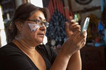 Patricia Moreno applies facepaint