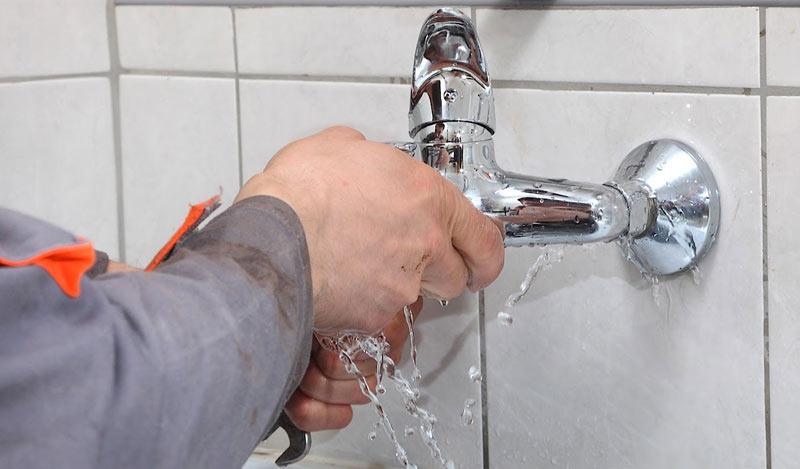 Une fuite d'eau ? Contactez rapidement votre artisan plombier à Paris 12