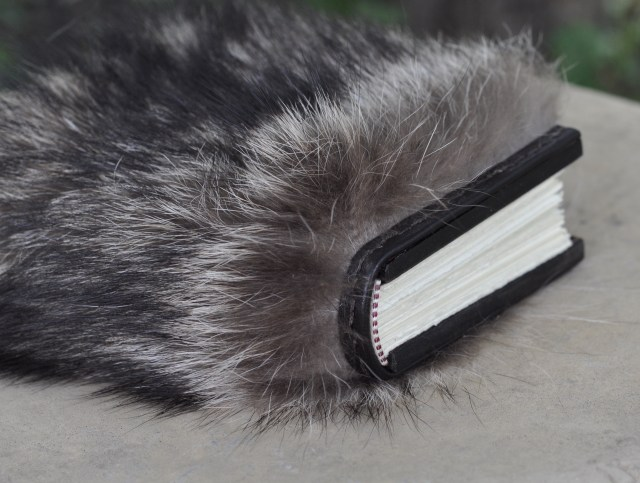 Fur - black detail