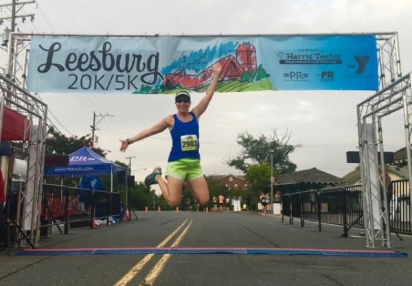 2016Leesburg20KSignDebJumping