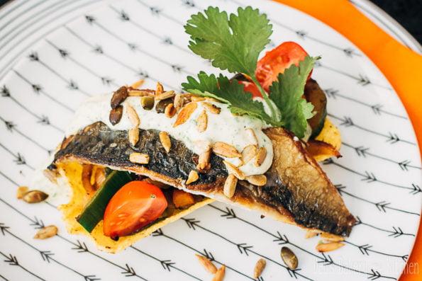 taco tubs met makreel en koriandermayonaise