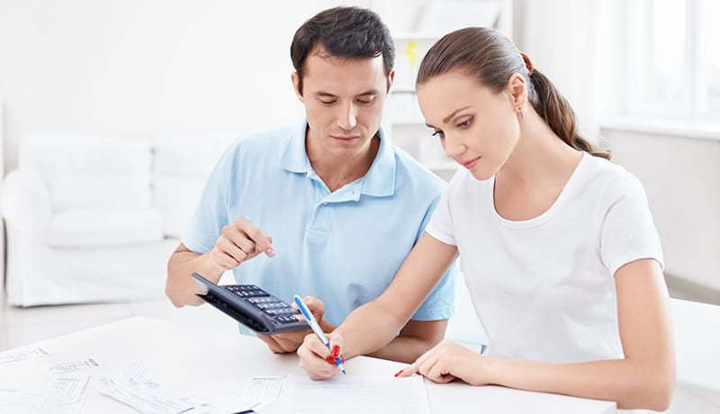 Young couple calculates Finance