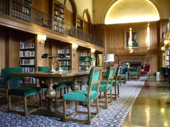 1280px-Dartmouth_College_campus_2007-11-06_Baker_Memorial_Library_08_-_Tower_Room
