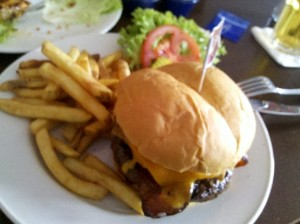 hamburguesa legendaria 10oz hard rock cafe marbella 2