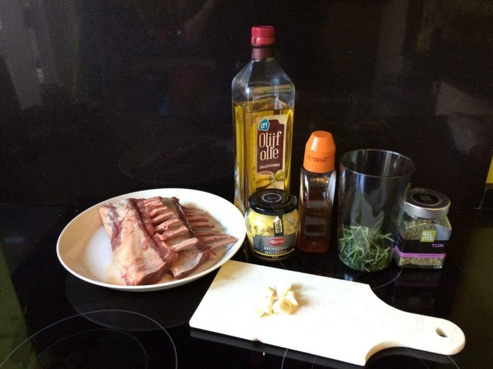 Ingrediënten lamsrack met honing mosterd marinade