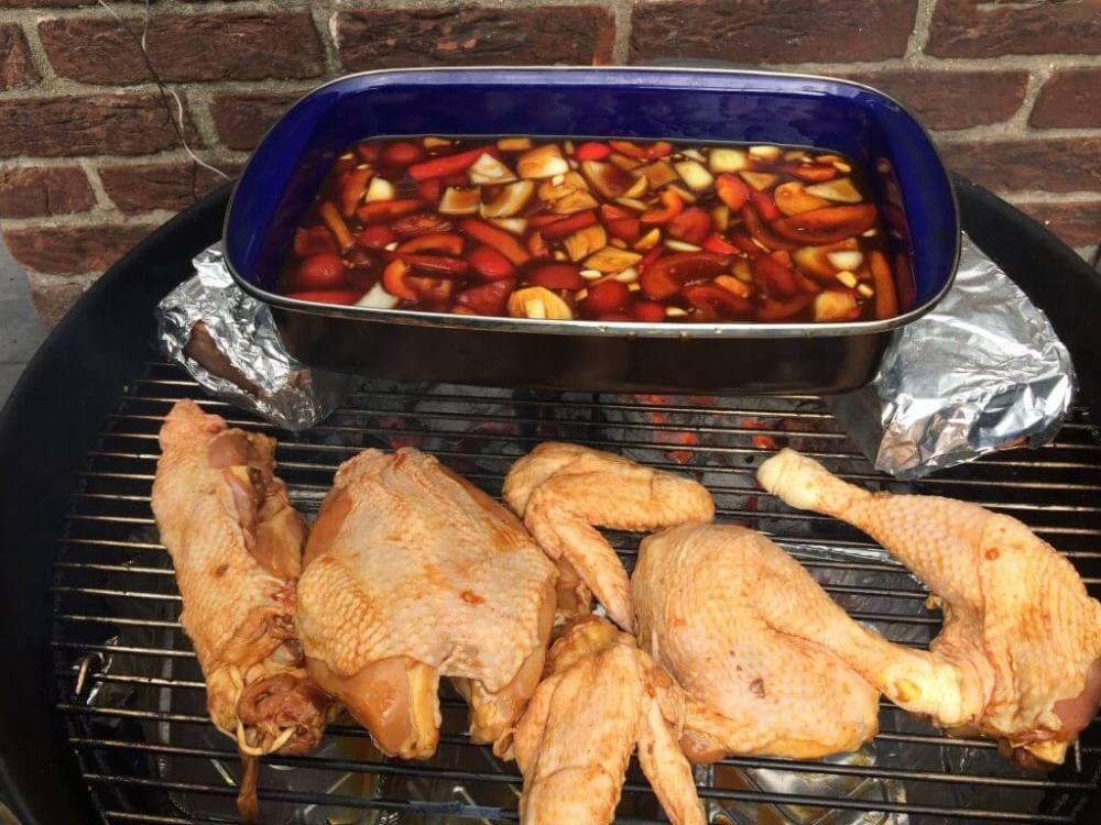 Surinaamse kip op de barbecue