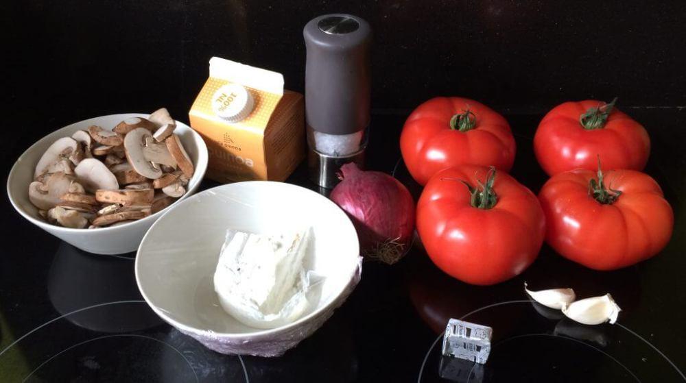 Ingrediënten Gevulde tomaat met champignons, ui, knoflook, quinoa en geitenkaas