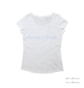 camiseta mujer familytime blanco con azul www.decharcoencharco.com