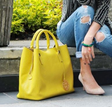 outfit bolso amarillo yellow bag www.decharcoencharco.com