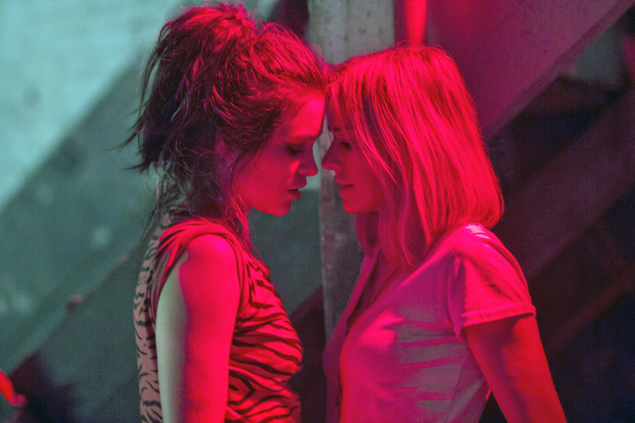 Gypsy On Netflix Is The Horniest Lesbian Show Ever Made