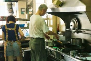 【台南美食】在地飄香五十年!豪華版的蝦仁肉絲飯,家常炒大麵讓人回味無窮:明卿蝦仁飯