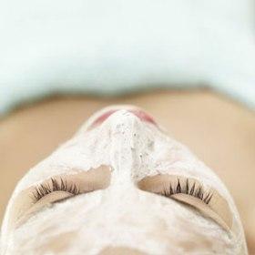 tratamientos-faciales-dermatologia-medicina-cosmetica-tecnicas-metodos-segun-edad-cuidado-piel-combatir-arrugas-flacidez-acne-antienvejecimiento