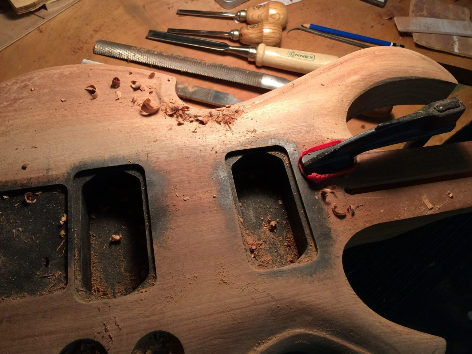 viola-nt carving top