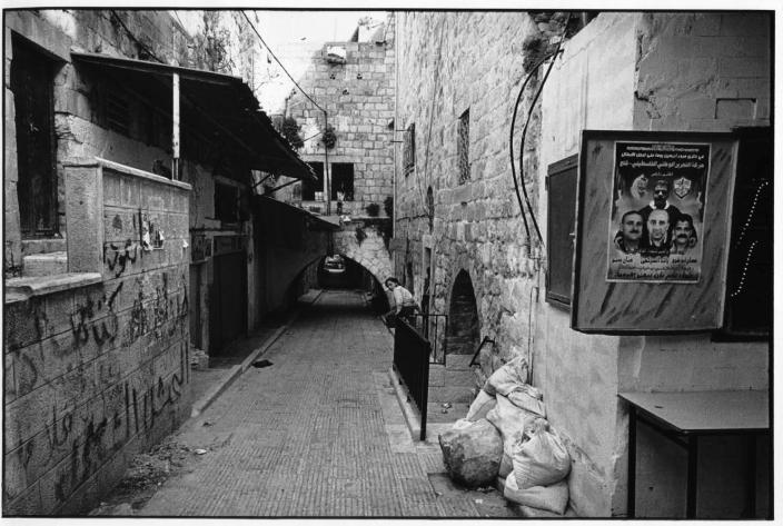 La gamine, Naplouse, Palestine, noir et blanc, argentique, Devals