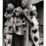 Les trois filles et la statue, Mali, photographies argentiques, Devals